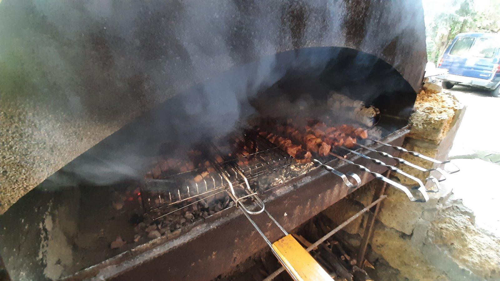 Поесть шашлык в Саках Ниагара
