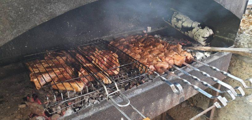 Поесть шашлык в Саках